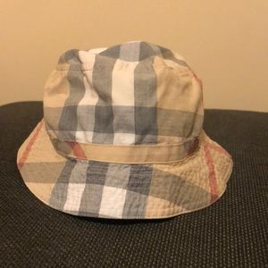 Burberry children bucket hat NWOT